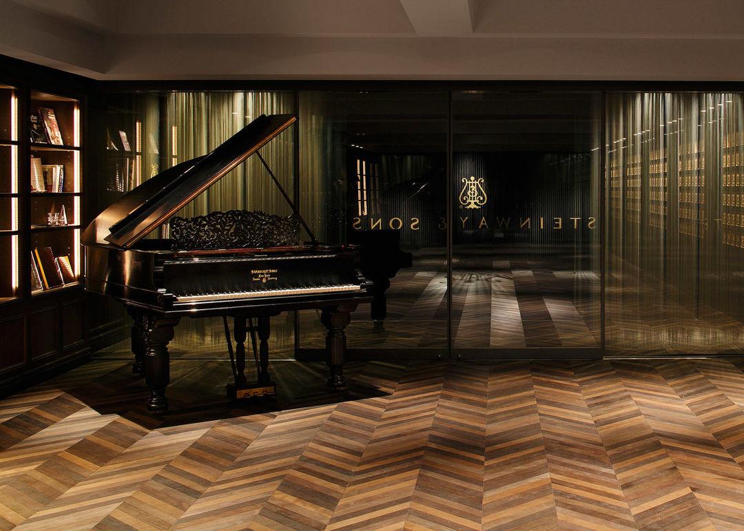 室内装修三角钢琴